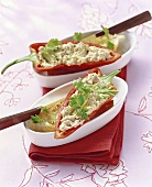 Chicken dip in pepper halves (Turkey)