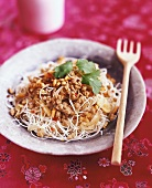 Rice noodles with mince and peanuts (Thailand)