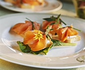 Canapés with smoked salmon and edible flowers