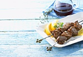 Lamb kebabs with lemon, thyme and red wine (Greece)