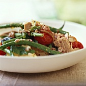 Salade niçoise with green beans, tomatoes and tuna