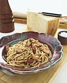 Spaghetti alla carbonara (Spaghetti mit Speck-Ei-Sauce)