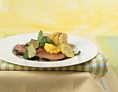 Roast beef with baby patty pan squashes