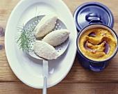 Gnocchi bianchi con puré di zucca (Dumplings with pumpkin puree)