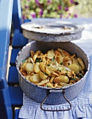 Patate fritte con i funghi (Fried potatoes with chanterelles)
