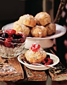 Tortini al papavero e bacche (Apple & poppy seed cakes with berries)
