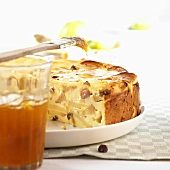 Apple quark cake with raisins