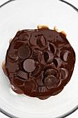 Schokoladenpralinen, teilweise geschmolzen