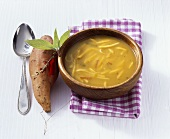 Scharfe Süsskartoffel-Apfel-Suppe
