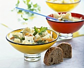 Vegetable stew with processed cheese, wholemeal bread