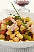 Chick-pea salad with shrimps