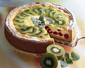 Semolina quark cake with cherries and kiwi fruit