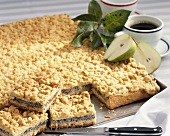 Poppy seed crumble cake with pears