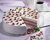 Berry quark cake with sweets