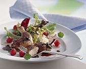 Salad with lukewarm poussin and raspberries