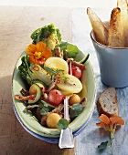 Savoury melon salad with strips of turkey, baguette