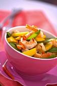 Shrimp salad with mangetout and mango