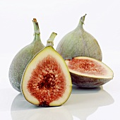 Fresh figs, whole and cut open