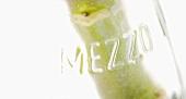Flasche mit Aufschrift 'Mezzo' (Ausschnitt)