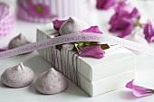 Gift box with raspberry meringues