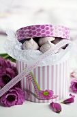 Raspberry meringues in a gift box