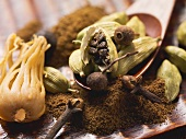 Mace, cardamom pods and cloves