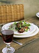 Feldsalat mit Lammnieren und Granatapfel-Knoblauch-Sauce
