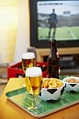 Bier und Knabberzeug für den Fernsehabend