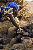 Making millet porridge (Mali)
