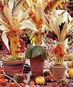 Lustige Figuren aus Maiskolben