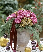 Weihnachtlicher Rosenstrauß