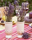 Getrockneter Lavendel in Vasen