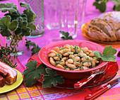 Bohnensalat mit Pfefferminzgeranie und Bohnenkraut