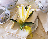 Lily napkin decoration