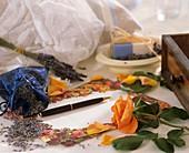 Lavendelblüten für Duftsäckchen, Rose und Lavendelseife