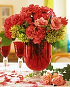 Rosenblüten und Hortensienblüten