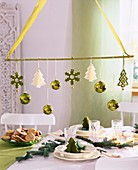 Hanging table decoration with tree ornaments