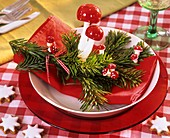Napkin decoration: Nordmann pine and fly agarics