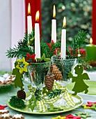 Ungewöhnlicher Adventskranz mit Kerzen in Weingläsern