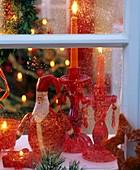 Blick ins Weihnachtszimmer durchs Fenster