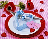 Place-setting with napkin heart and anemones