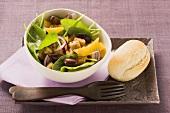 Spinach, onion and orange salad
