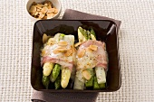 Asparagus parcels with melted cheese