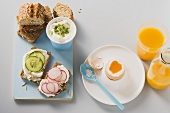 Boiled egg, low-fat quark, radishes and cucumber on wholemeal bread