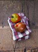Two tomatoes, variety 'Schwarze Birne'