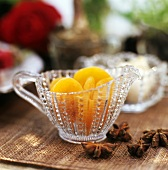Getrocknete Aprikosen und Anissterne