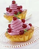 Redcurrant tarts with thyme cream