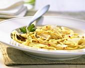 Spaghetti aglio, olio e peperoncino (Spicy spaghetti dish)