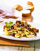 Pasta alla montanara (Pasta with chanterelles and mince)
