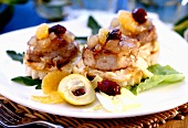 Veal medallions with fruit